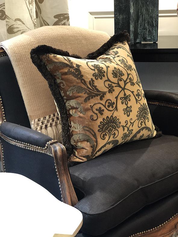 Vignette.CH.Silk Velvet Cushion Bronze WS